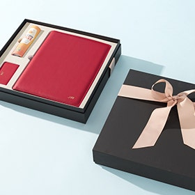 Shop gift sets with complimentary monogram!